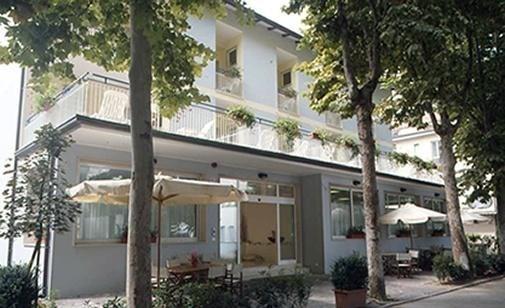 HOTEL BLUE & SILVIE ROSE -
