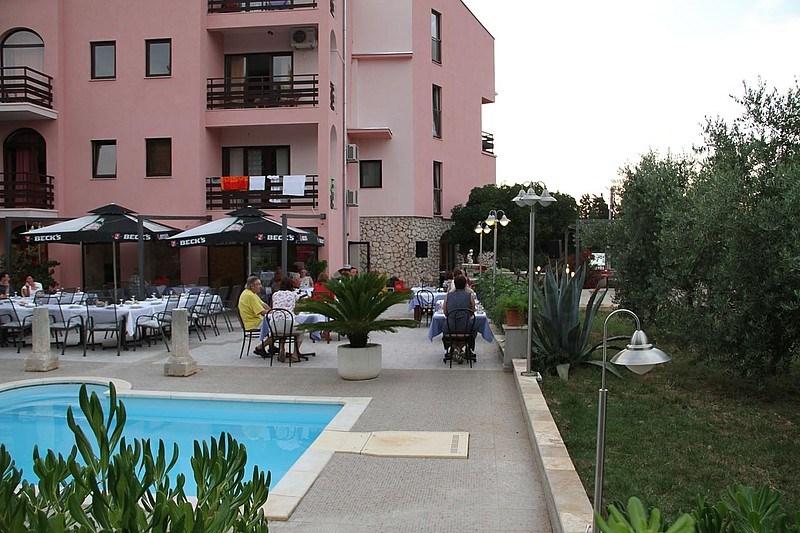 Hotel VILLA STARI DVOR - Baško Polje